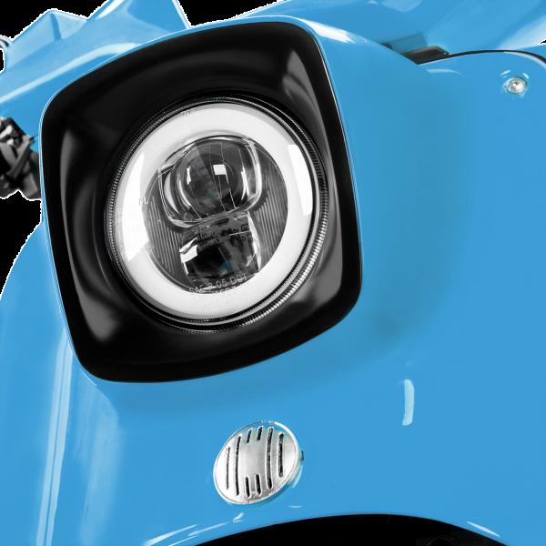Lichtanlage einer lichtblauen E-Schwalbe, ein E-Roller im Angebot des Fahrzeughaus Müller, Ihr Partner in Sachen E-Mobilität