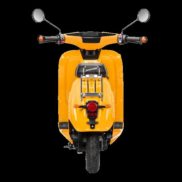 Rückansicht einer sonnenorangen E-Schwalbe, ein E-Roller im Angebot des Fahrzeughaus Müller, ihr Partner für E-Mobilität